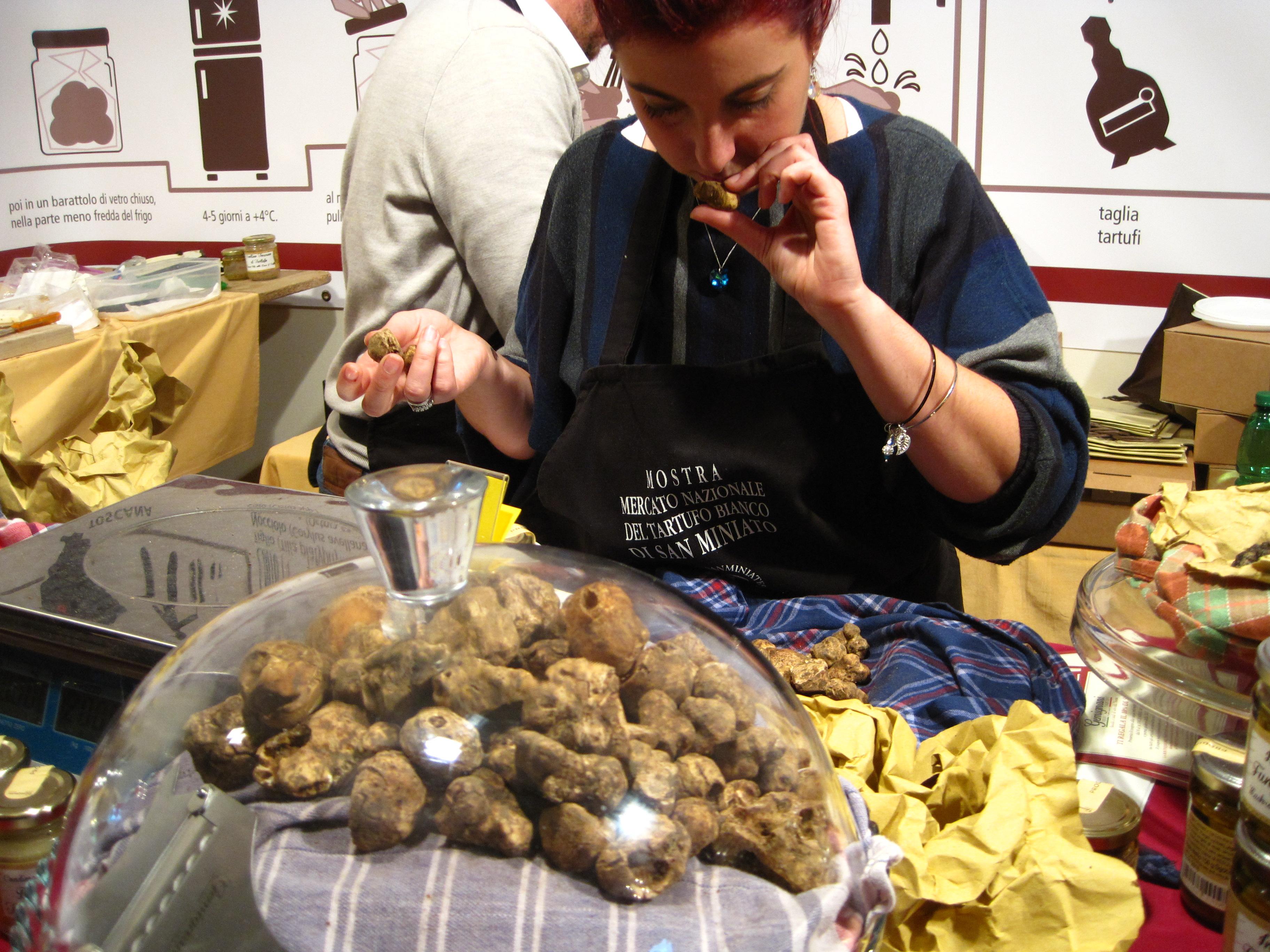 smelling white truffles san miniato