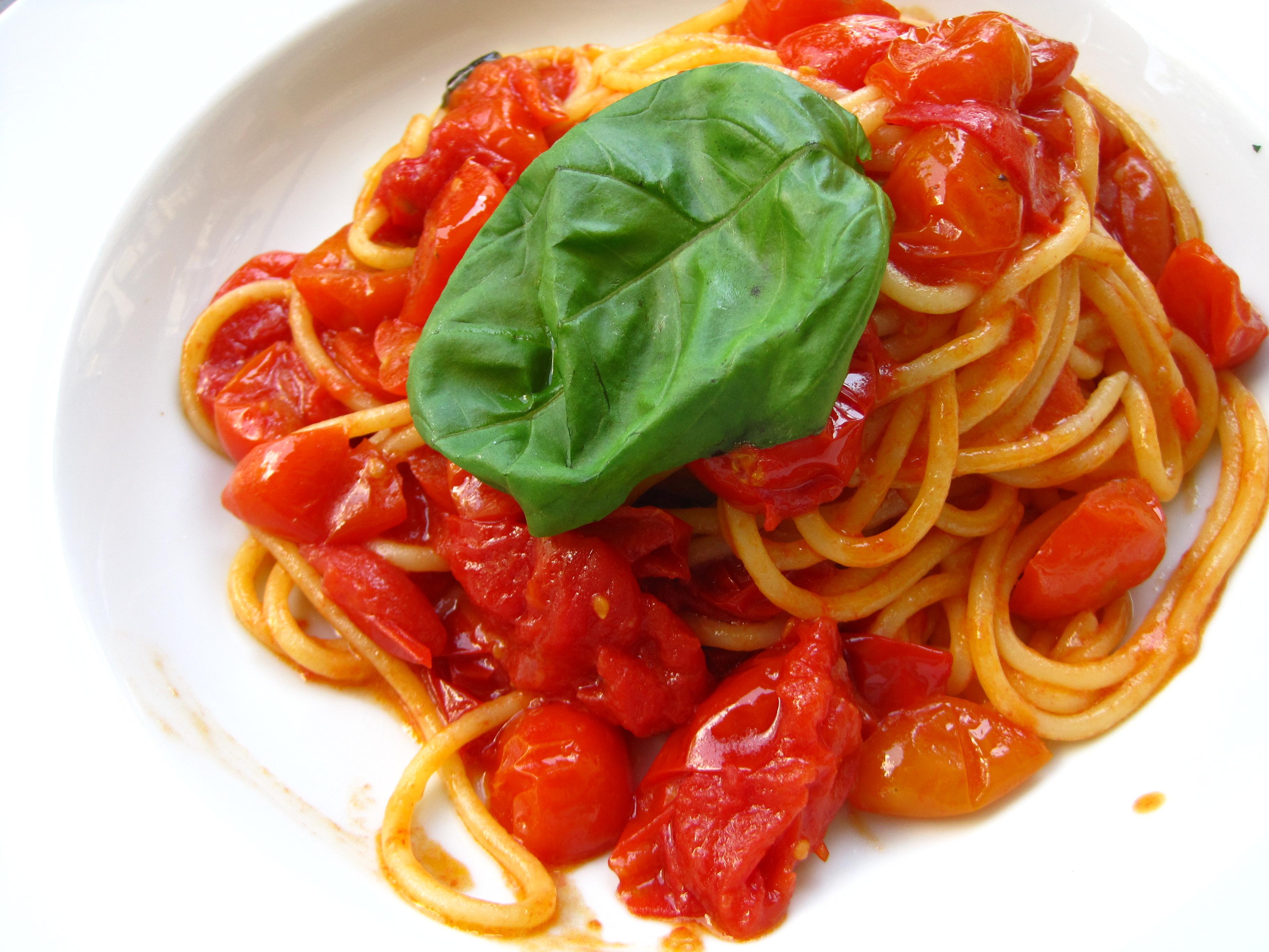 italian spaghetti al pomodoro via Curious Appetite food blog in Florence