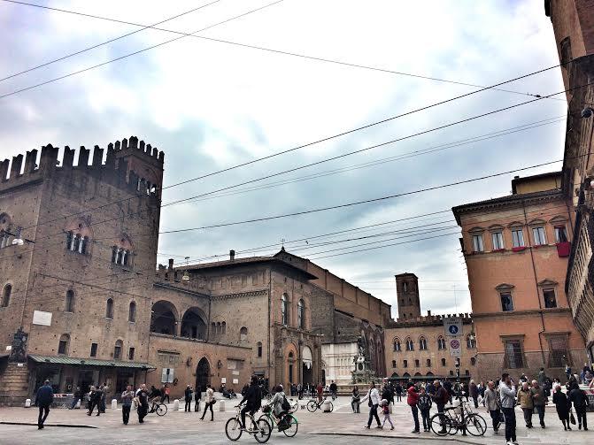 bologna piazza maggiore square