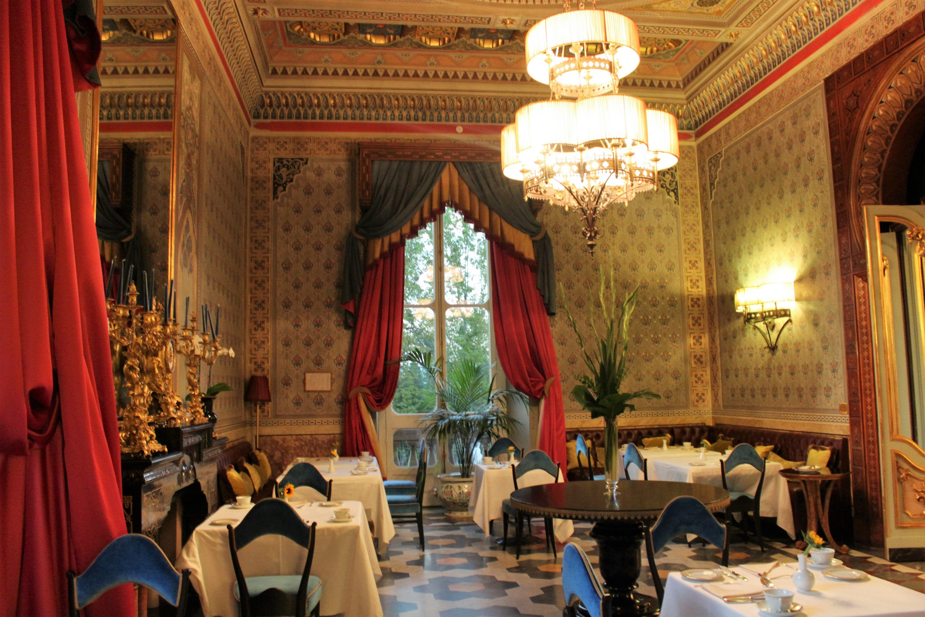 villa-cora-dining-room